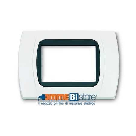 Placca Bianca 3 posti per Bticino LivingLight con adattatore Nero Cal