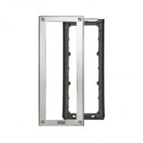 Telaio porta moduli con cornice per tre moduli per pulsantiera Sinthesi Steel Urmet 1158/63